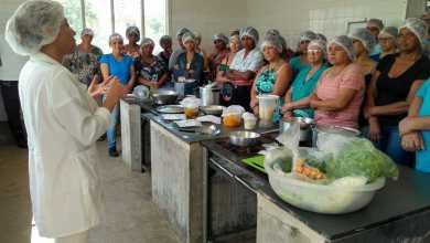 Photo of Secretaria de Educação de Viçosa capacita 50 novas cozinheiras e auxiliares