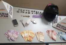 Photo of Homem é preso traficando drogas dentro de casa em Ervália