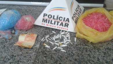 Photo of Quatro homens são presos com cerca de 50 pinos de cocaína na Rua do Pintinho