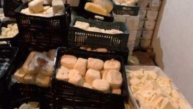 Photo of Duas pessoas são presas após trocar embalagens e vender cerca de 05 toneladas de queijos vencidos no João Braz