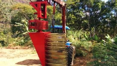 Foto de Criada na UFV, máquina que permite colheita de café em terreno montanhoso é patenteada