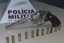 Foto de Homem é preso com arma dentro de carro em Teixeiras