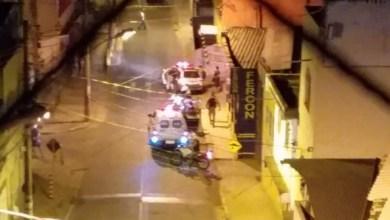 Foto de Homem é baleado após tentar tomar arma de policial no Centro de Viçosa