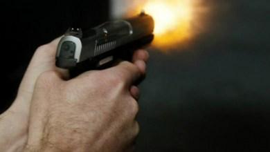 Foto de Ex-marido e atual namorado de uma mulher ficam baleados após troca de tiros em Araponga