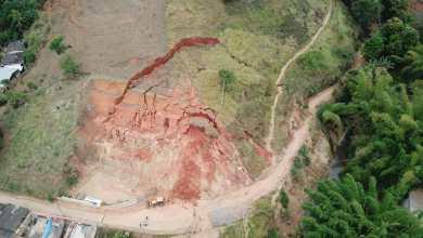 Foto de Barranco apresenta perigosas trincas em Ponte Nova