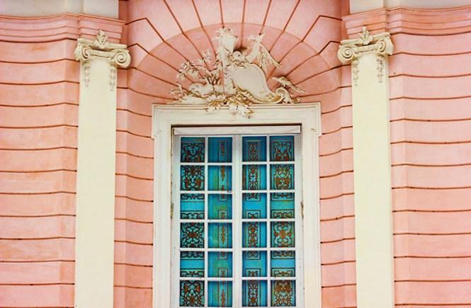 Casa rosa aos arredores do castelo de Nymphenburg, em Munique, na Alemanha