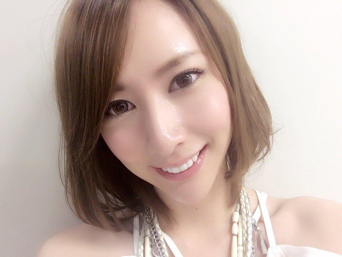 洋服が素敵な島田彩夏さん