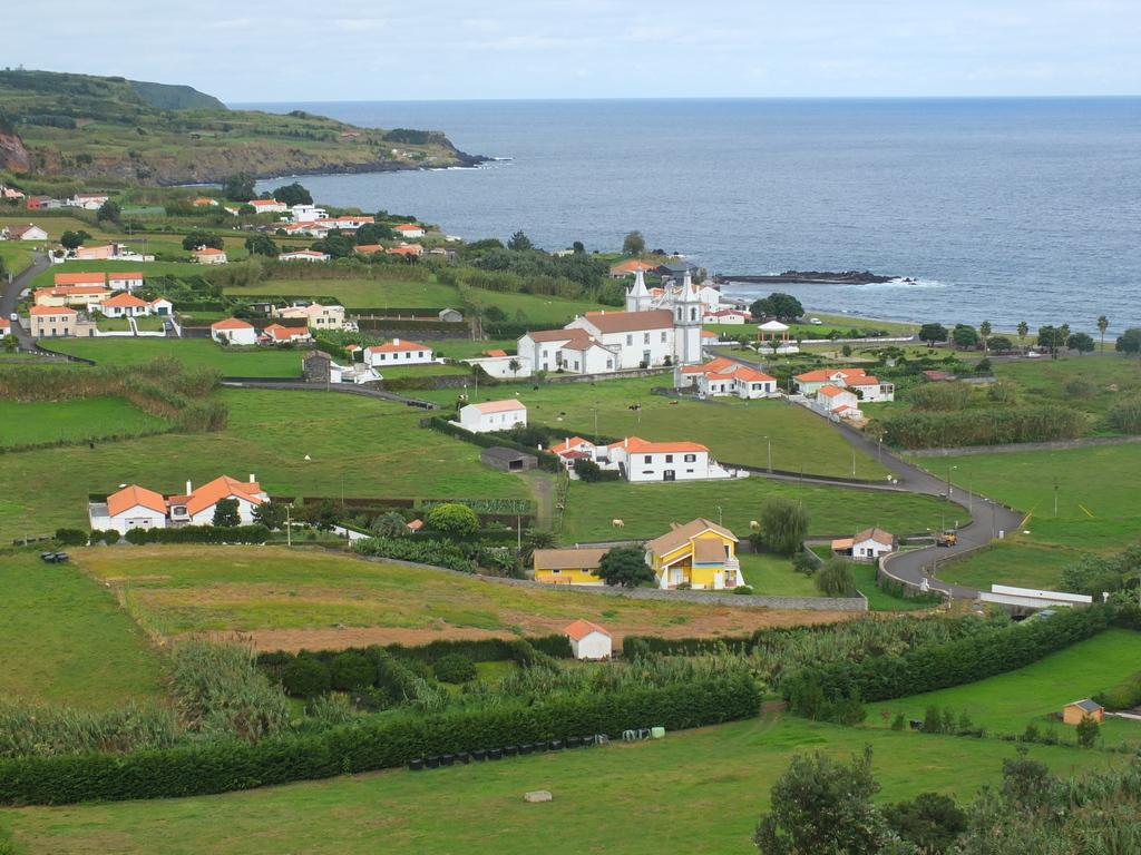 view down to Praia do Almoxarife