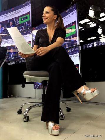 Paula García en TN con zapatos Algior