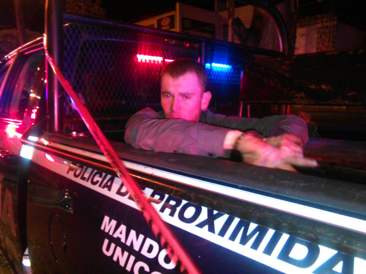 detenido-muerto-camioneta-policia