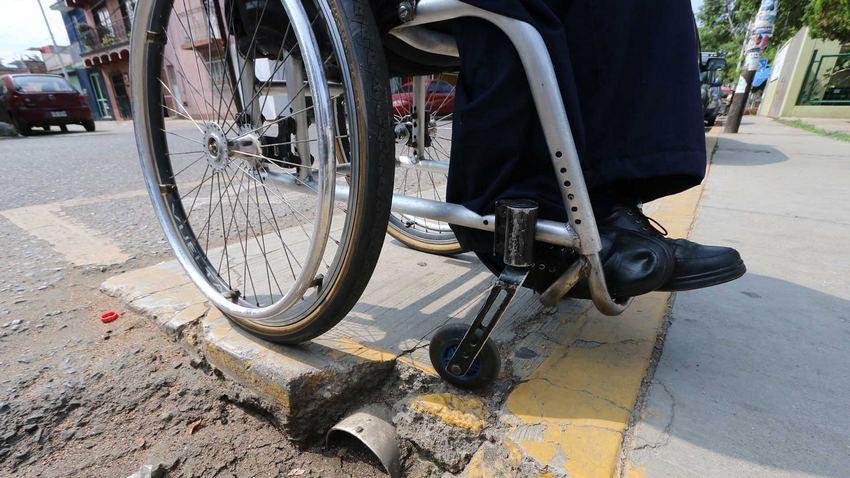 VIDEO: Milagro en Guadalajara: Presunto discapacitado se levanta en riña