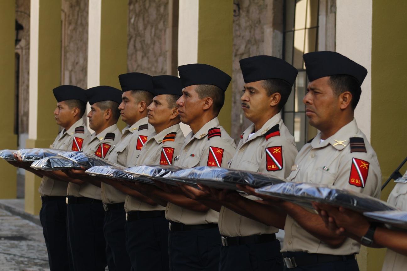 #Inédito Soldados de la Cuarta Zona Militar recibieron uniformes administrativos