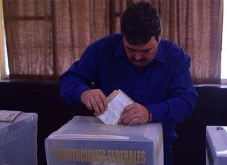 Emite Carlos Ulivarri su voto electoral