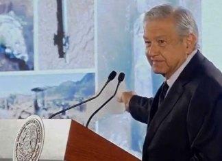 Anuncia López Obrador compra de 500 pipas para evitar falta de gasolina