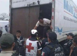 Rescatan a 150 migrantes en el interior de un camión