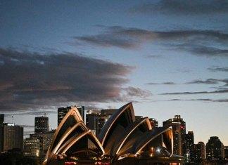 Australia sella acuerdo con AstraZeneca y promete vacuna gratuita