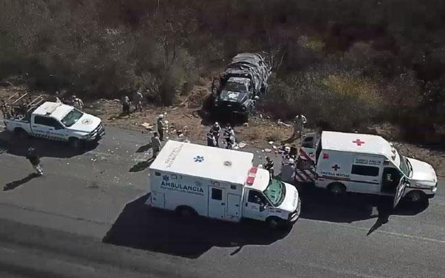 Volcadura de vehículo de Guardia Nacional; deja 2 lesionados