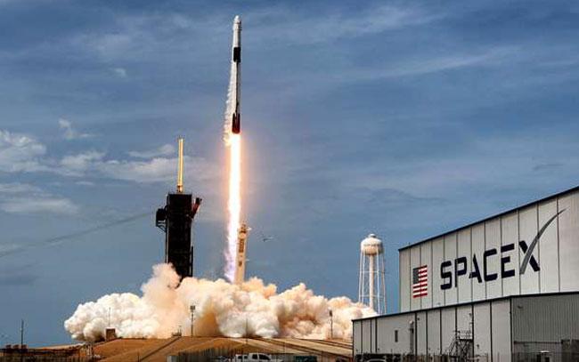 4 civiles harán historia al viajar al espacio