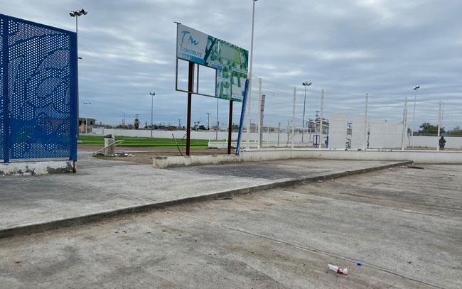 Cuidan vecinos centro comunitario en Laredo