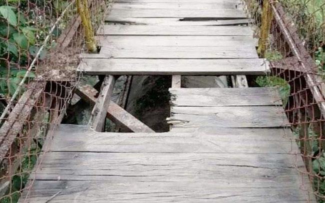 Mujer cae de puente colgante y muere en Pueblo Mágico de Veracruz