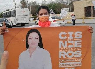 """Candidata de Movimiento Ciudadano denuncia """"cristalazo"""""""