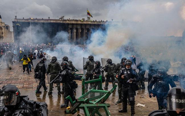 """Condenan ONU y UE """"uso excesivo de la fuerza"""" en Colombia"""