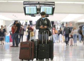 Llegada de turistas extranjeros a México aminora caída en marzo