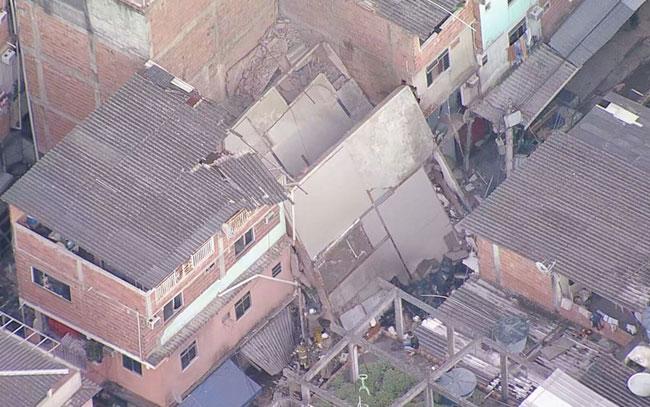 Desplome de edificio en Río de Janeiro provoca muerte de niña y heridos