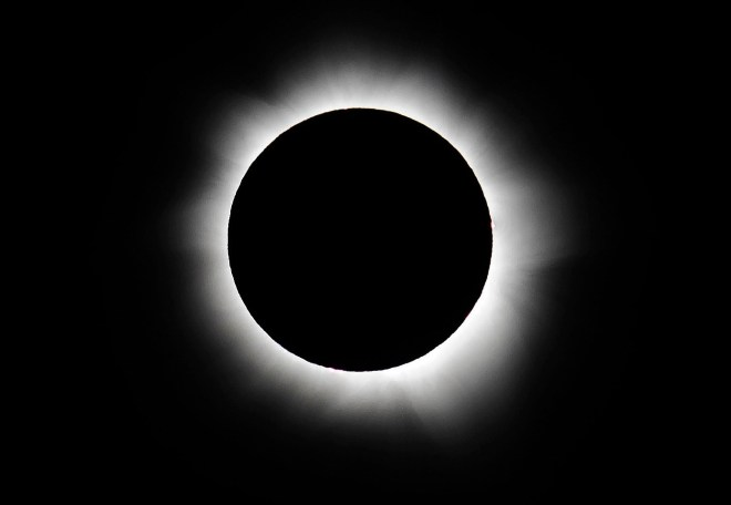 PALM COVE, AUSTRALIA - NOVEMBER 14:  Totality is seen during the solar eclipse at Palm Cove on November 14, 2012 in Palm Cove, Australia. Thousands of eclipse-watchers have gathered in part of North Queensland to enjoy the solar eclipse, the first in Australia in a decade.  (Photo by Ian Hitchcock/Getty Images)