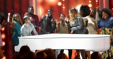 """Kirk Franklin Performs """"Love Theory"""" Ft. Jonathan McReynolds, Erica Campbell & Kelly Price"""