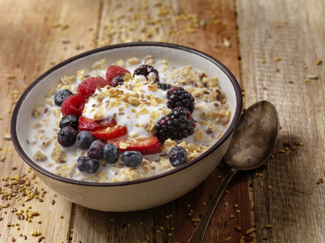 Flax seed and berries to fight estrogen deficiency
