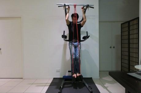 トレーニングチューブ 使い方 背中