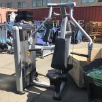 Precor Discovery Converging Chest Press