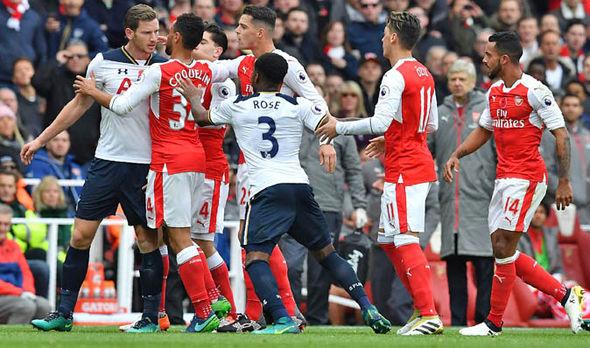 Tottenham-v-Arsenal-fights-916168