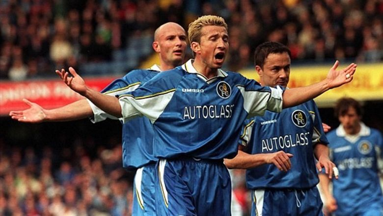 Dan Petrescu, pe vremea când juca la Chelsea. Sursă foto: eurosport.ro