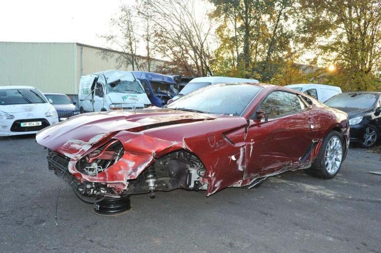 Mașina distrusă a lui Cristiano Ronaldo. Sursă foto: theguardian.co.uk