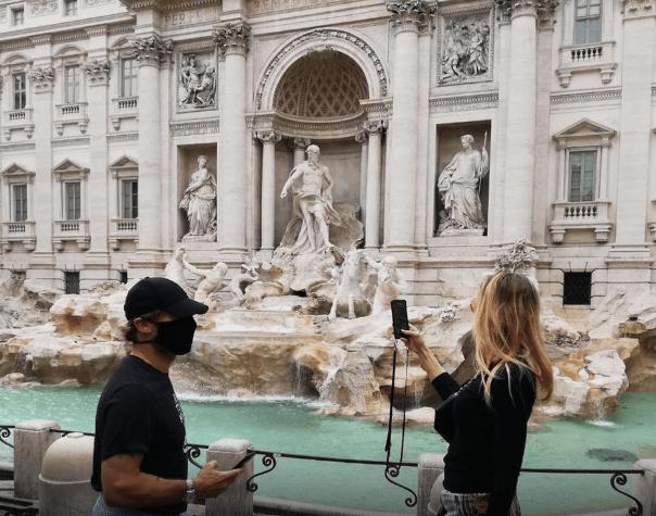 Francesco Totti și soția sa la Fontana Di Trevi. Sursă foto: goal.com