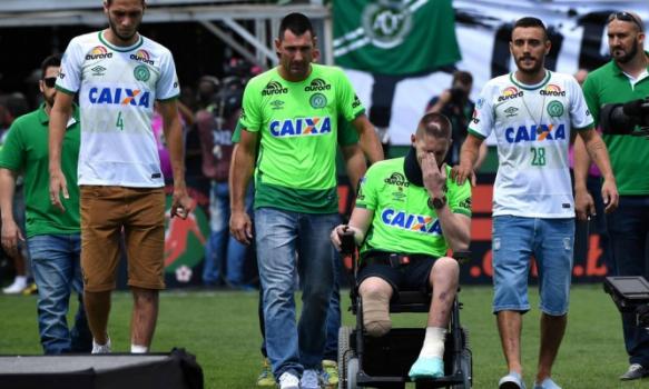 Un supraviețuitor al dezastrului de la Chapecoense a devenit un cântăreț de succes în Brazilia. Video. Sursă foto: goal.com