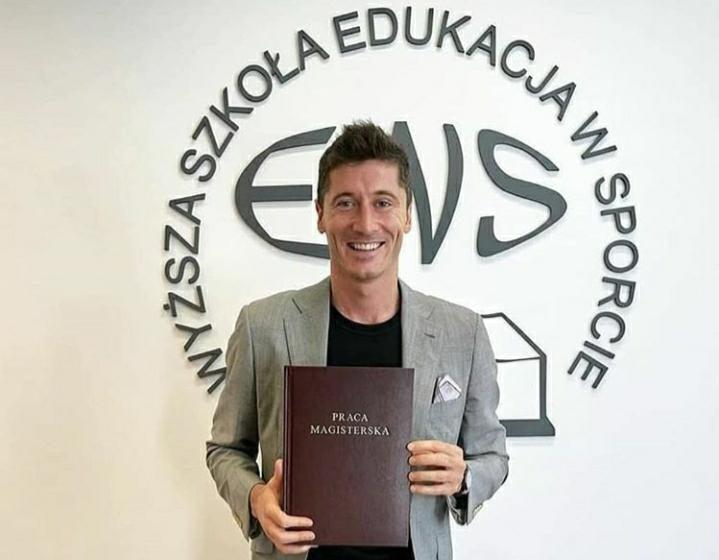 E anul lui! Lewandowski a absolvit masterul. Sursă foto: Instagram