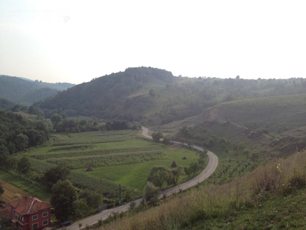 Road to Crivina de Sus village