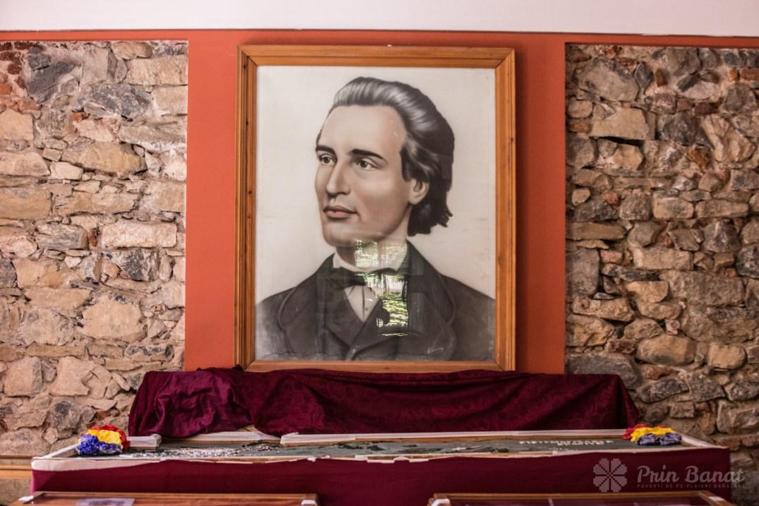 Portretul lui Mihai Eminescu în incinta Teatrului din Oraviţa