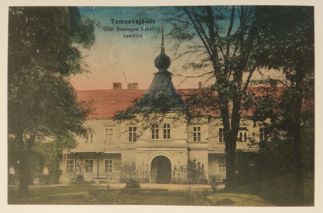 The Mocsonyi - Bissingen Nippenburg Castle from Vlajkovac (SOURCE: Göncz József – Bognár Béla: Szép Temes megyénk. Frumosul nostru judeţ Timiş. Unser schönes Komitat Temes, Szombathely, 2012)