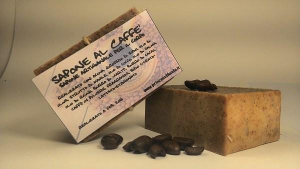 saponette cremose con effetto scrub al caffè