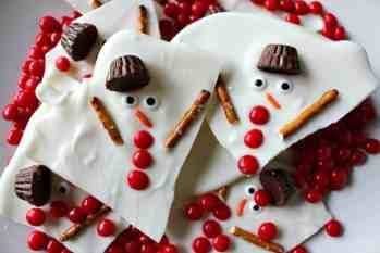 Looking for a great edible Christmas gift this year? Melted Snowman Chocolate Bark - Princess Pinky Girl || Treats for Teacher: Christmas Candy Kids Can Make! || Letters from Santa Holiday Blog