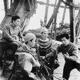 Građevinci razmatraju plan obnove Ham Rong mosta, nakon američkog bombardovanja.
