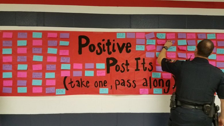 post-it-positive-wall