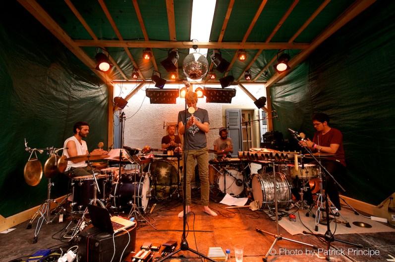 Merz feat. Julian Sartorius Drum Ensemble @ Gartenfestival, Café Kairo © 18.07.2015 Patrick Principe