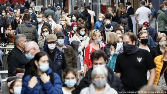 Health Experts Admit Outdoor Mask Wearing Is Ridiculous Facemasks-2-Die-Welt
