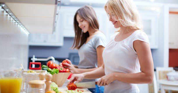 cooking-in-kitchen-snacks-people-image
