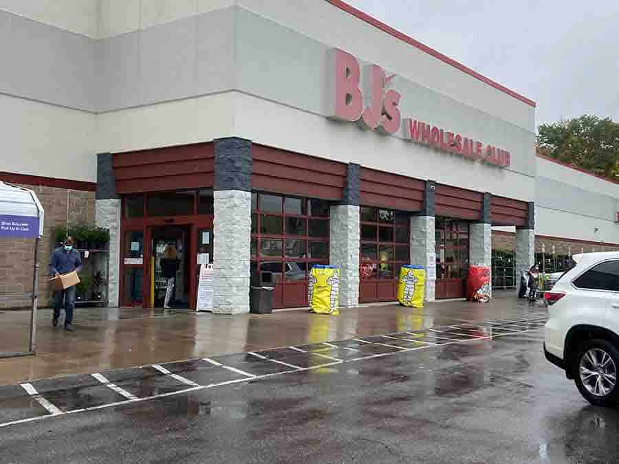BJ's Club Store Front